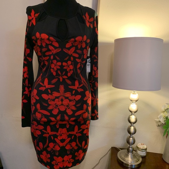 Guess Dresses & Skirts - Gorgeous Floral Guess Dress